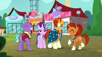 Starlight and Sunburst with their thrilled parents S8E8