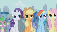 Twilight's friends disapprove of Trixie's boasting S1E06