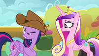 Twilight Sparkle winks at Princess Cadance S7E22
