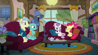 Apple Bloom and Sweetie Belle speaking with Petunia's parents S6E19