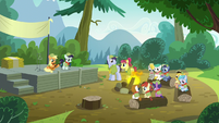 Applejack and Rara on stage; AJ holds a guitar S5E24