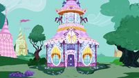 Carousel Boutique exterior at midday S7E5