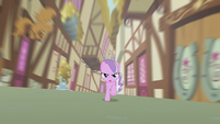 Diamond galloping through an alley S5E18