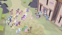 Fluttershy ''con estos lindos ponis'' EMC-P2