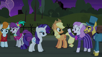 Neighbor and Business Ponies enjoyed the play S5E16