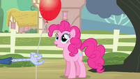Pinkie sees balloon S4E11