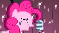 Pinkie singing on the microphone S4E12