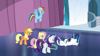 Shining Armor collapses with anxiety S6E1