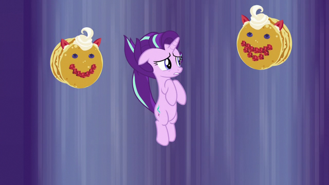 File:Starlight meets pancakes with faces in her nightmare S7E10.png