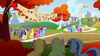 The Running of the Leaves start line S01E13