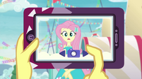 Vignette taking Fluttershy's picture EGROF