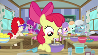 Apple Bloom tries her hoof at baking S6E4