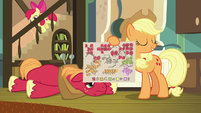 Applejack holds up the new schedule S9E10