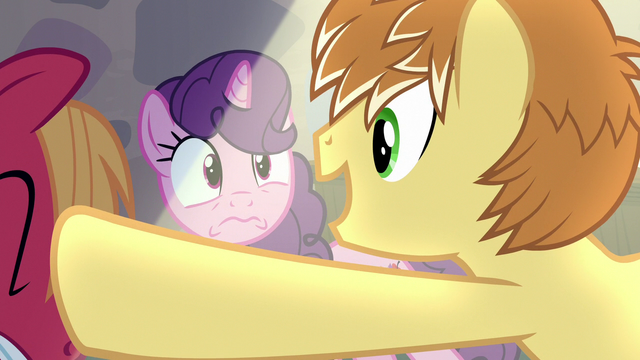 File:Feather Bangs singing Sugar Belle's name S7E8.png