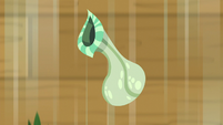 Flower vase falling to the ground S8E23