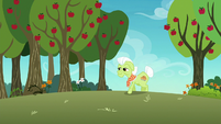Granny Smith appears from over the hill S8E5