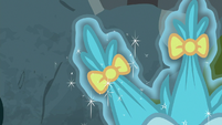Hairbows in a puckwudgie's quills S8E2