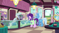 Jeweler Pony greeting Starlight and Trixie S7E2