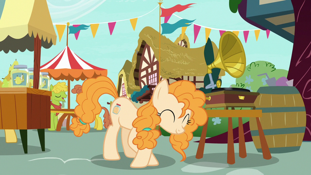 File:Pear Butter curtsying to Bright Mac S7E13.png