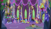 Pinkie Pie hurriedly grabs Applejack S5E20