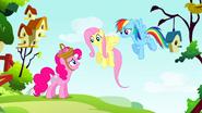 S01E25 Pinkie Pie rozmawia z Fluttershy i Rainbow Dash