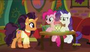 S06E12 Pinkie Pie i Rarity zamawiają jedzenie