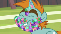 Snips smiles with confetti-covered face S9E15