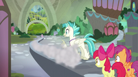 Sweetie Belle speeds toward Harmonizing Heights S8E6