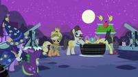 Twilight, Spike and Applejack S2E04