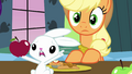 Angel pointing at Applejack S03E10.png