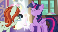 Photographer taking Twilight's picture S8E13