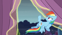 Rainbow about to fly S6E2