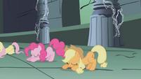 The ponies bow down to Princess Celestia S1E02