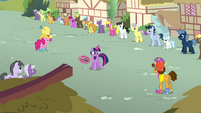 Twilight 'or performing' S4E12