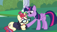 Twilight consoling Moon Dancer S5E12