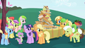 Applejack and her family S01E01.png