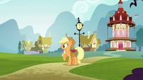 Applejack looks to her right S5E19