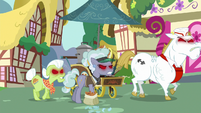 Bulk, Granny, and jeweler marching angrily S7E2