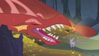Dragon yawning at Twilight S1E07