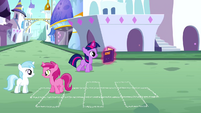 Filly Twilight reads S2E25
