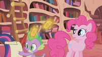 Pinkie Pie looking S1E3
