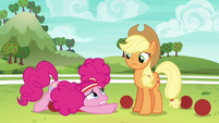 Pinkie looking overwhelmed at Applejack S6E18