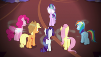 Starlight casting Fiducia Compelus on the main cast S6E21