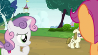 Sweetie Belle observing sad Zipporwhill S7E6