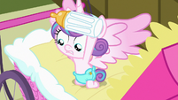Flurry Heart looking under her bottle S7E3