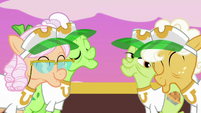 Grannies welcoming Rainbow Dash S8E5