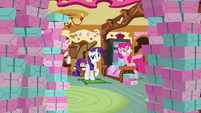 Pinkie Pie and Rarity surrounded by boxes S8E4