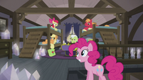 Pinkie calls the Apples to dinner S5E20