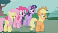 Ponies happy S01E14