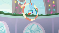 Rainbow Dash flying in a slow loop BGES1